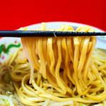 赤ひげラーメン - 麺リフトアップ