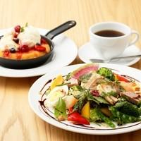 美食家サラダ&パンケーキセット(ドリンク付き)