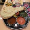インド料理 ムンバイ - 料理写真:...「3種類のカレーセット(1020円)+タンドリーチキンティッカ(100円)」、所謂チェーン展開インドカレーの味。。