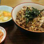 近江かね安 - 大盛焼肉丼1,000円(税込)肉本来の味が楽しめる逸品。玉ねぎとのり以外、余計なものが入っていない。