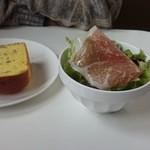 マーノカフェ - カボチャパンとサラダ