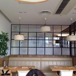 オリジナルパンケーキハウス - 4/29明るい店内