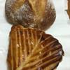 ブーランジェリー ヴェリテ - 料理写真:ブールとショソン・オ・ポム