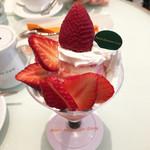 50375314 - 黒苺と女峰のパフェ