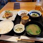 和食賛美 あやの - 週替わりランチ(1230円)は鶏の岩塩焼きでした