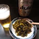 万龍 - ビールを注文したら、サービスで高菜漬けが付いてきました。