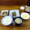 あけぼの - 料理写真:土曜限定鮪ブツ定食680円、ビール530円