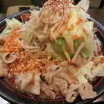 麺創研かなで 紅 - 紅+野菜どか盛り(950円)