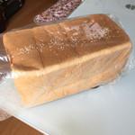 アサカベーカリー - 上食パン2斤  1斤税込240円