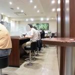 ドトールコーヒーショップ - 横に長いレイアウト
