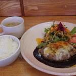 キッチンゴン - マスタードソースのハンバーグ