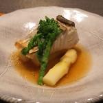 神楽坂 鉄板焼 中むら - 福岡県産 鰆のミディアム レアの鉄板焼き みぞれ仕立て、佐賀県産 ホワイトアスパラガス・菜の花とご一緒に