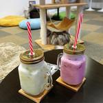 ねこの城 - ドリンク写真:バナナミルクとイチゴミルク
