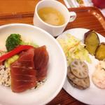 泥武士 キッチン - まぐろとアボガドと秋野菜のちらし風ごはん