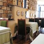 café de campagne - ヨーロッパ調の、温かみのある親しみやすい店内です
