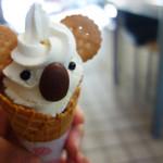 東山動物園 - コアラのアイス