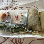 川村屋賀栄 - いまどき薄皮(経木)で包んであるのも珍しいですね!