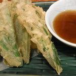 寿し おもと - オオタニワタリの天ぷら(680円)山菜の天ぷらです