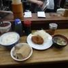 こづち - 料理写真:肉豆腐250円、メンチ200円、ご飯中250円、味噌汁120円