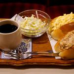 名曲・珈琲 新宿 らんぶる - 卵とツナのサンドセット(950円)。