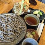 蕎麦遊 いしかわ - 10割田舎大盛とかき揚げ天ぷら。
