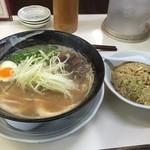 交野きんせい - Wスープ豚骨(750円)+チャーハンセット(250円)