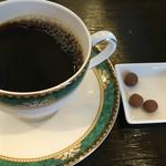 備屋珈琲店 - 本日のコーヒー(コロンビア)には、コーヒー豆のチョコレートが付きます。