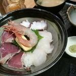 米福 - 海鮮丼となくなりかけた生ビール。