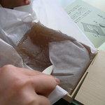 段葛 こ寿々 - わらび餅を一口大にカット☆