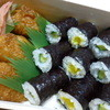 中村屋 - 料理写真:小さなお稲荷さんと胡瓜と沢庵の細巻き