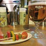 バルポポ - スペインビールのマオウ生を頂きました。 お通しは、野菜のピンチョス。