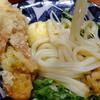 千舟屋 - 料理写真:エビと揚げ餅のぶっかけうどん(温かい):850円