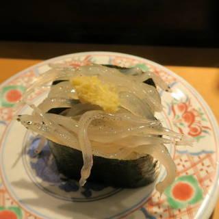 廻鮮寿司 塩釜港 - 料理写真:生白魚軍艦300円