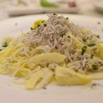 トラットリア テンポ ドーロ - 釜揚げシラスと筍のパスタ