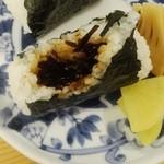 トモキッチン - 朝ごはんおにぎり&味噌汁セット500円昆布おにぎり