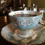 カフェ・ハル - 淡いブルーが美しいカップ、ソーサーでした(2016.5.7)