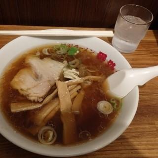 旭川ラーメン番外地 - 料理写真:素朴な醤油ラーメン。何故かメンマが多い・・