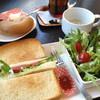 アップルファーム - 料理写真:サンドの横に添えられているのは、試食ジャム。必ずついてくるので、そのまま食べたりロシアンティーにも。