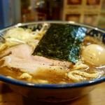 兎に角 - [2016/05]ラーメン(780円)+くん製味玉子(100円)