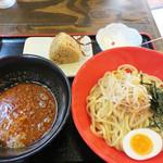 御〇屋 - つけ麺ランチ780円。セットには焼豚おにぎりと杏仁豆腐(or 小鉢)が付いてます。