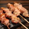 炭焼き 羅針盤 - 料理写真:せせりとやきとり(奥)