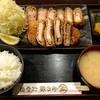 金の豚 おか田 - 料理写真:とんかつ定食 300g  ¥2,700  トロカツ&ロースのコンビ。暇な時だけやってくれます^ - ^