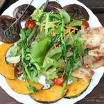 檪の丘 - 自家製ベーコンと野菜のサラダ