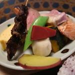 十月亭 - どじょうの串焼やローストビーフ・野菜など