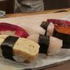 秀鮨 - 料理写真:週末のランチ「月(2000円)」。これ以外に紫蘇巻きときゅうり巻きの10巻+食後に小さなアイス