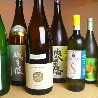 季節の食材の天ぷらに合う日本酒・ワインを取り揃えております