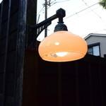 田舎 - 照明の演出も昭和です