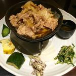花様 NU茶屋町 - 料理写真:主菜:豚肉とキャベツと緑豆もやしのプルコギ風炒め