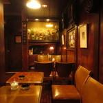 六曜館珈琲店 - 皮張りのチェアー