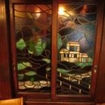 六曜館珈琲店 - このステンドグラスも凝っていますね。